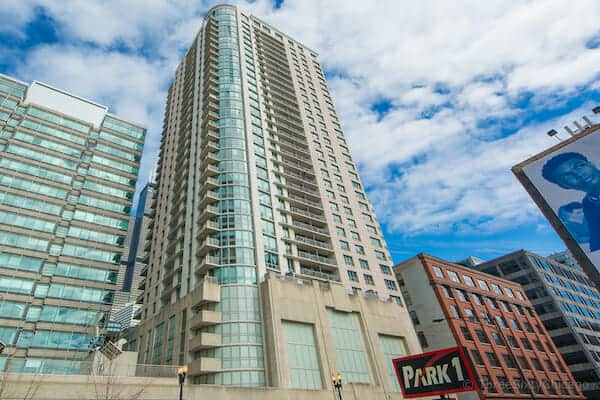 Exterior photo of Park Alexandia Condos at 125 S Jefferson, Chicago IL