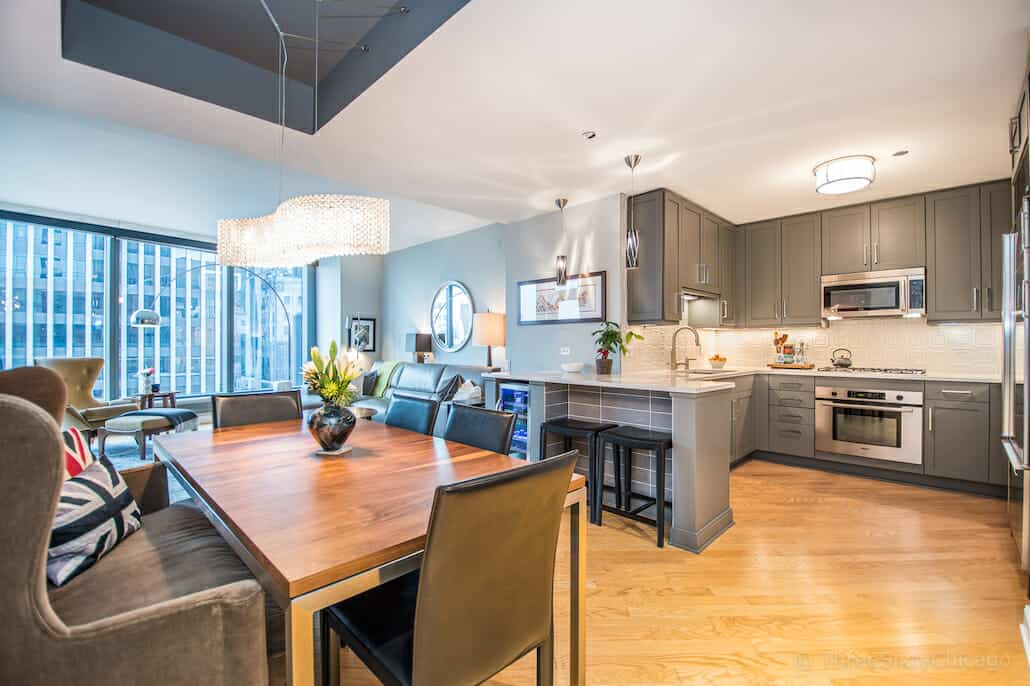 Chicago Condo With Lake Views - 60 E Monroe Unit 1903 - Kitchen and Dining