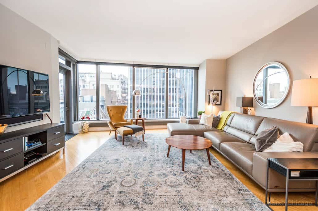 Downtown Chicago Condo With Views - 60 E Monroe Unit 1903 - Living Area