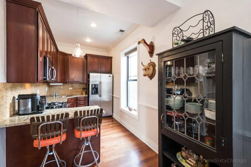 Ravenswood Vintage Condo - Kitchen
