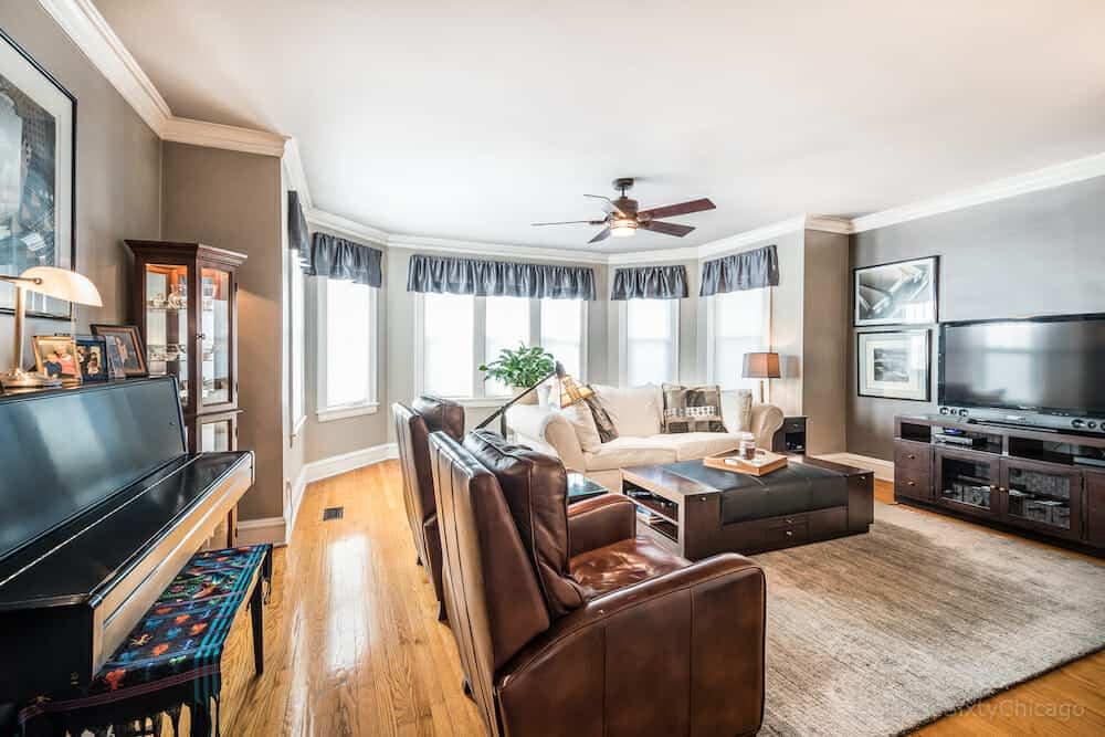 6647 N. Washtenaw Ave - Livingroom