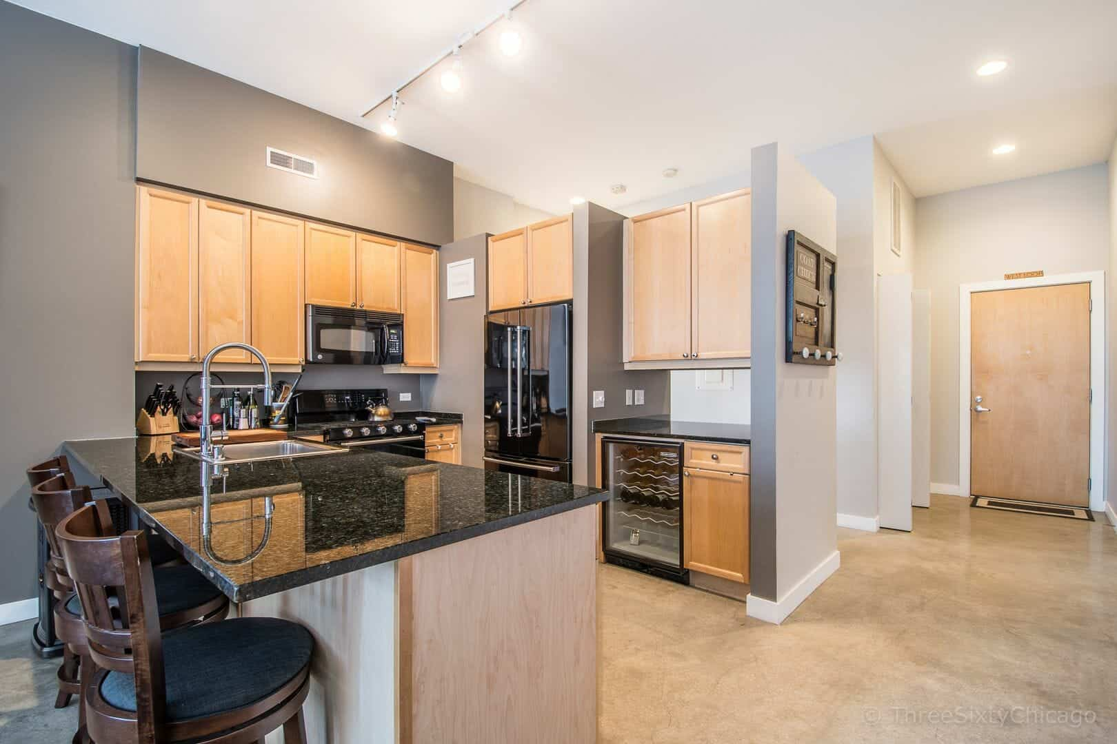 Immaculate West Loop Corner Unit at 949 W Madison unit 201 - kitchen