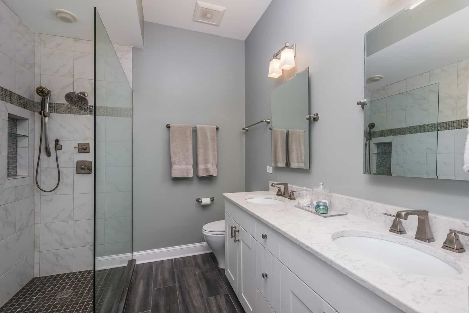 Updated baths_1347_W_Washington_Blvd_Unit_4B__5