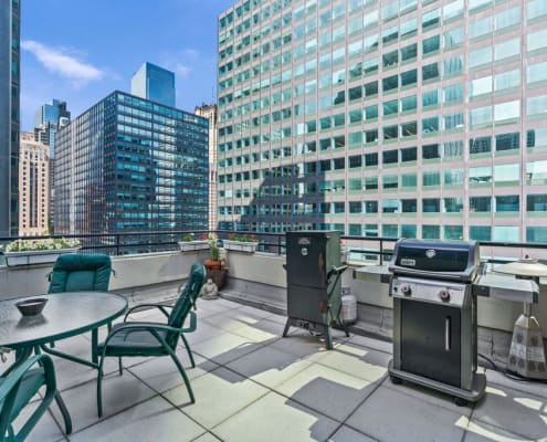 West Loop penthouse is in Metropolitan Place at 130 South Canal Street, Chicago IL 60606. - Terrace