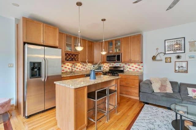 Kitchen in 725 W Sheridan Road Unit 702