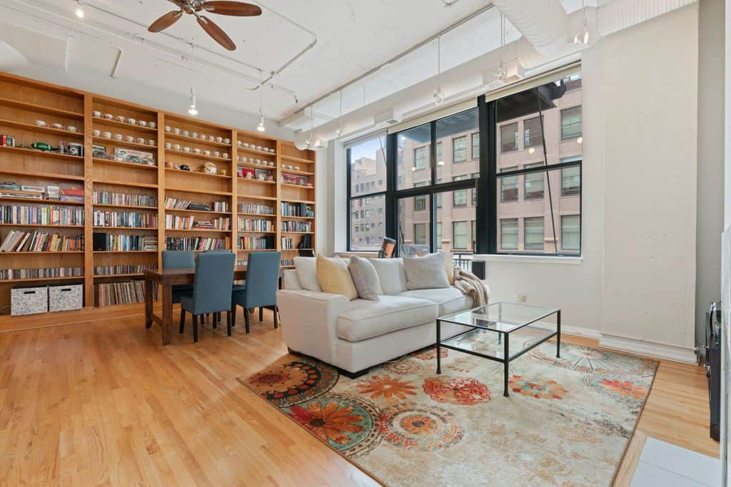 547 S Clark Unit 301, Chicago, IL 60605 - Spacious Printer's Row Loft - Bookcase