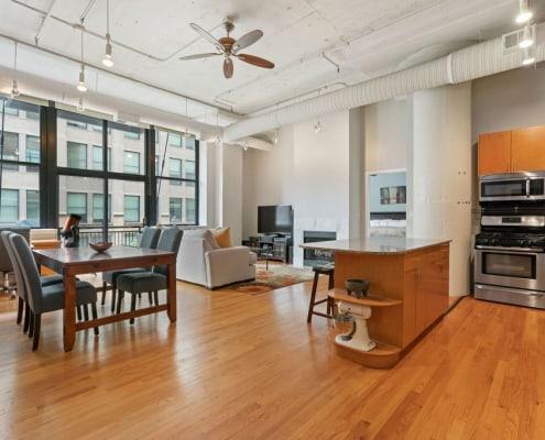 547 S Clark Unit 301, Chicago, IL 60605 - Bright Printer's Row Loft - Living Area