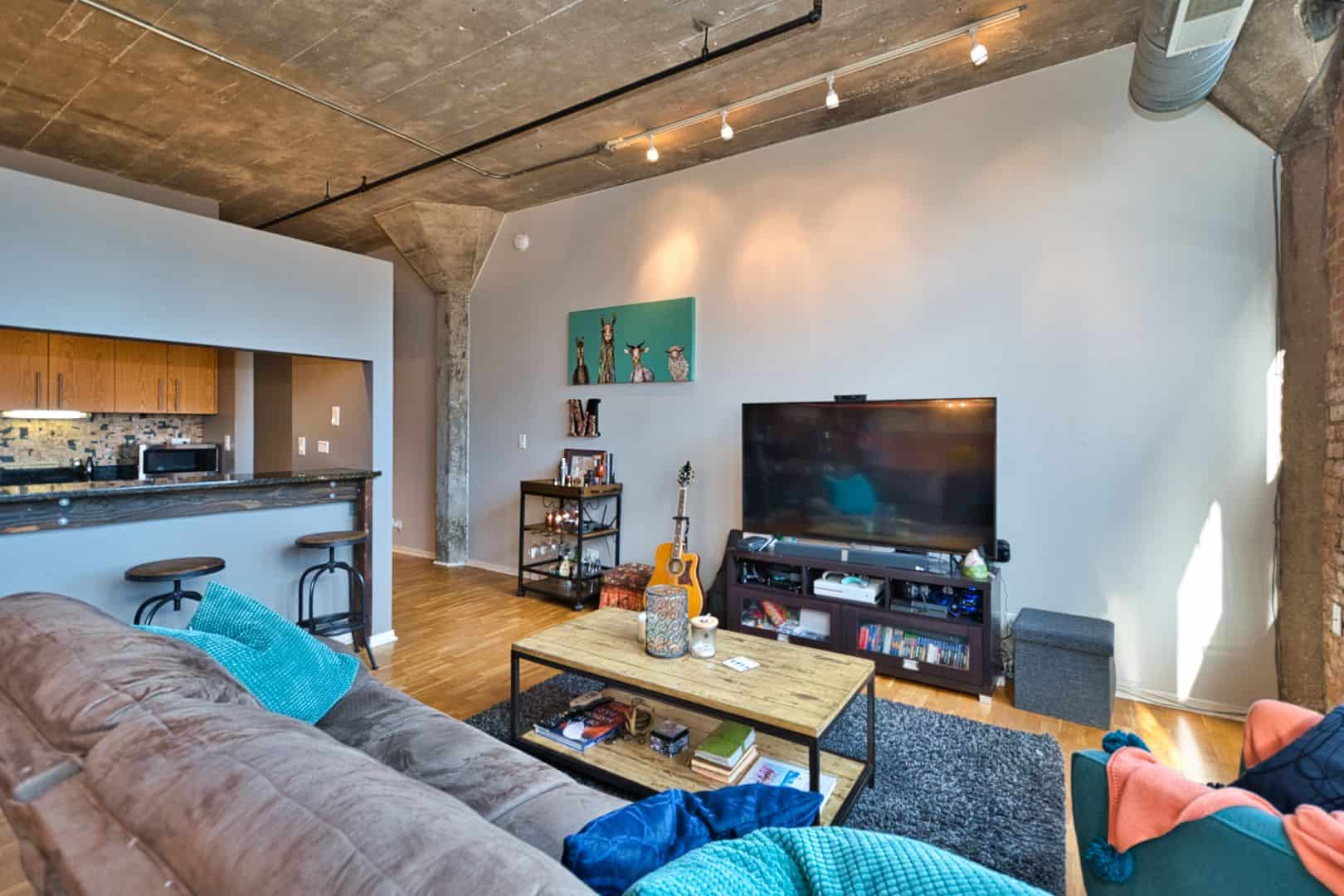 Printer's Row Concrete Loft - 621 S Plymouth Court, Unit 810, Chicago IL 60605 USA - Living Area