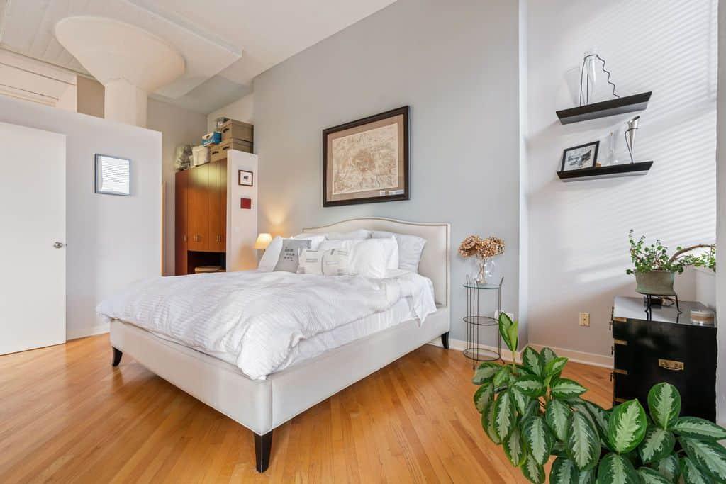Classic Printer's Row loft - bedroom