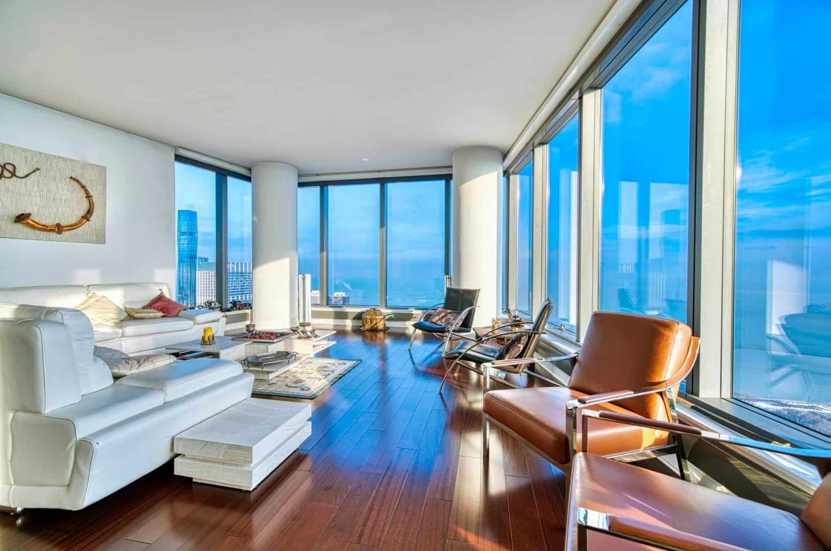 Spectacular Downtown Chicago Penthouse Rental - Living Room 1