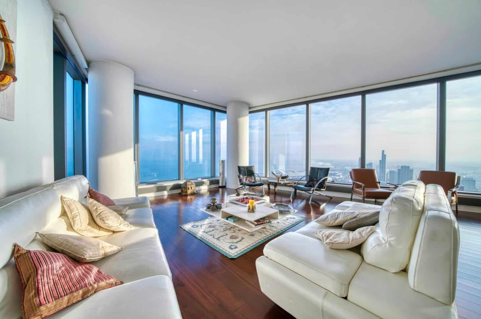 Spectacular Downtown Chicago Penthouse Rental - Living Room 2