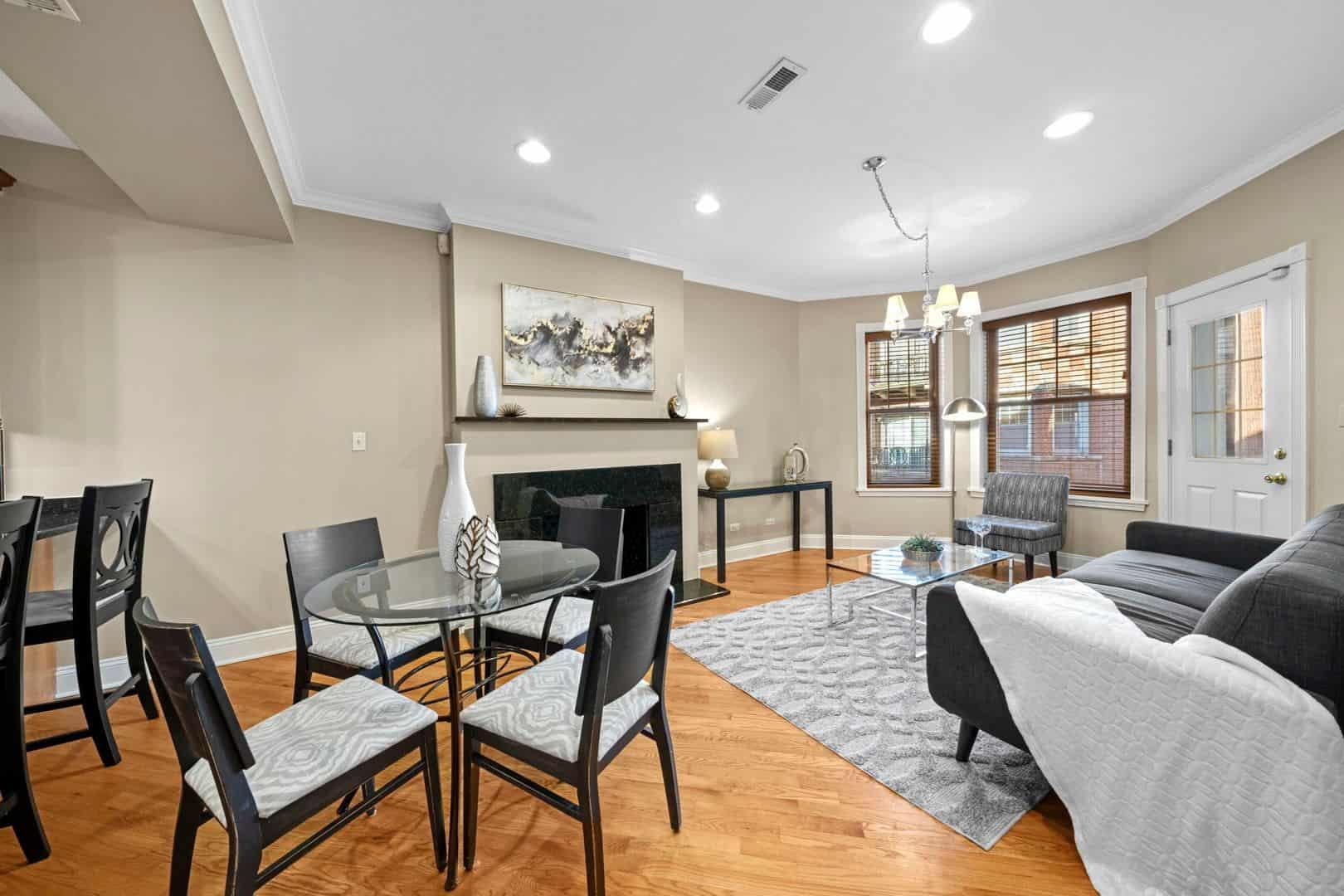 5319 South Harper - Living Room