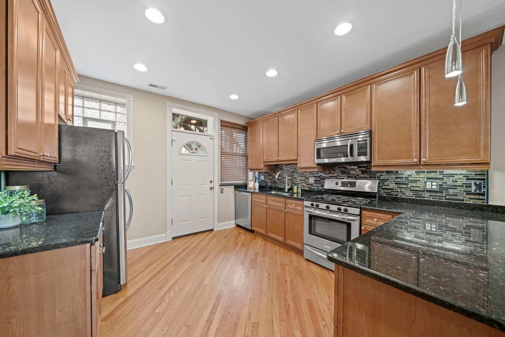 5319 South Harper - Spacious Kitchen