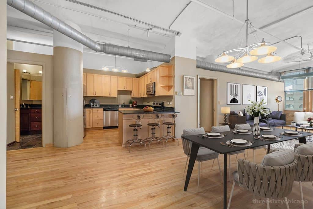 Two Bedroom Authentic Printer's Row Loft - Spacious Dining