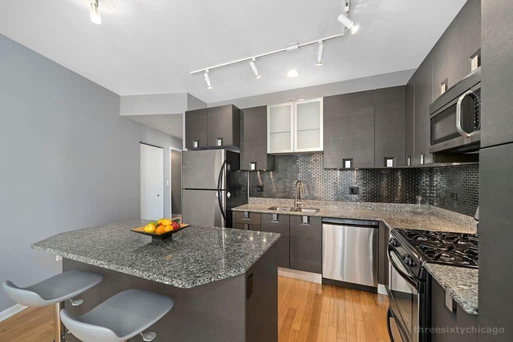 West Loop Contemporary Condo - 225 S Sangamon #501 - kitchen