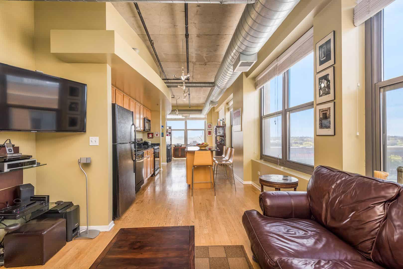 West Loop Two Bedroom End-Unit Condo - 933 W Van Buren #716, Chicago IL 60607