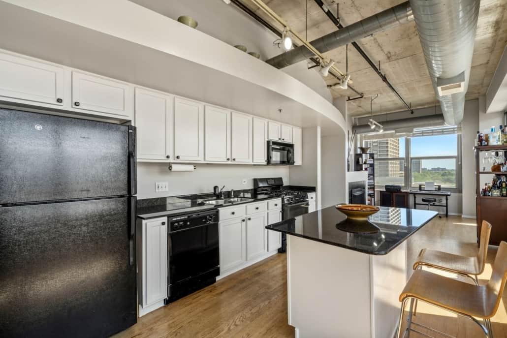 West Loop Two Bedroom End-Unit Condo - Kitchen