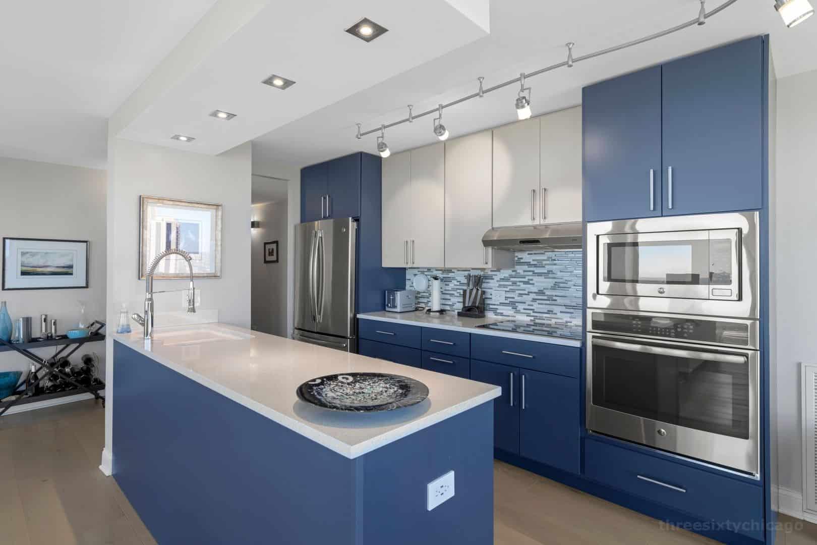 345 W Fullerton Parkway 2901 - Kitchen