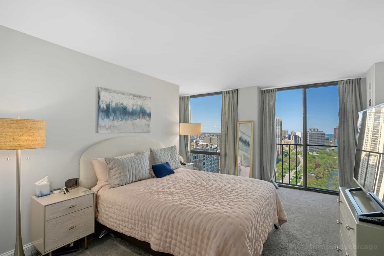 345 W Fullerton Parkway 2901 - Main Bedroom