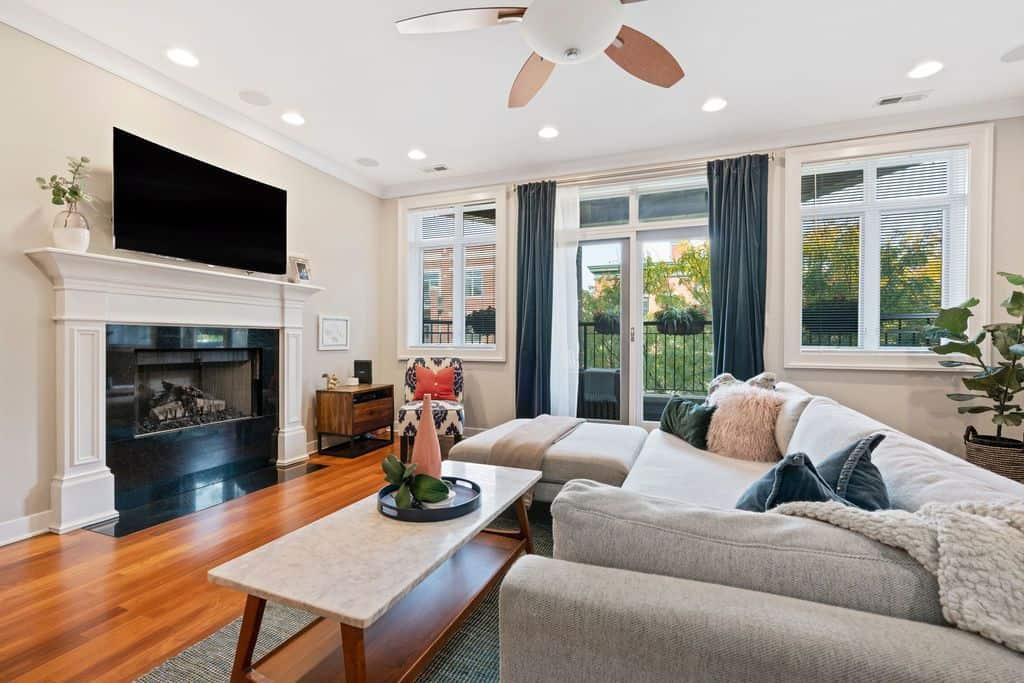 Living area - 1035 W Monroe #3, Chicago IL 60607