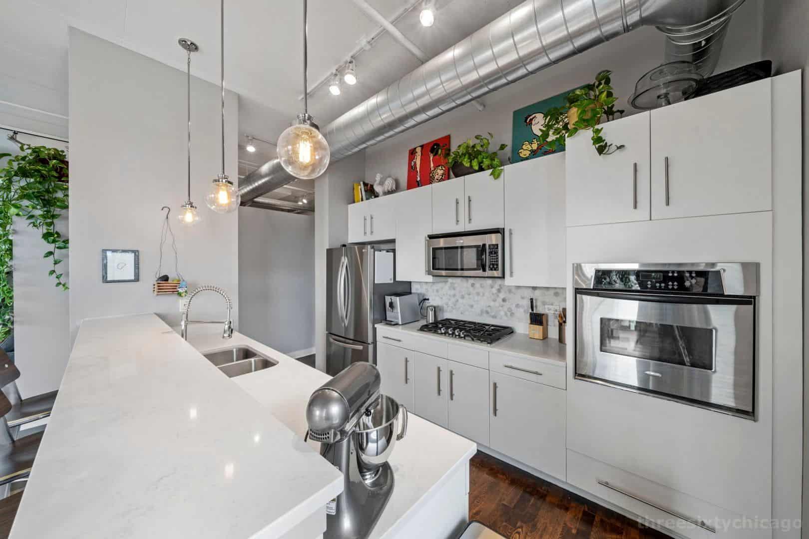 740 W Fulton, Unit 1102 - Kitchen