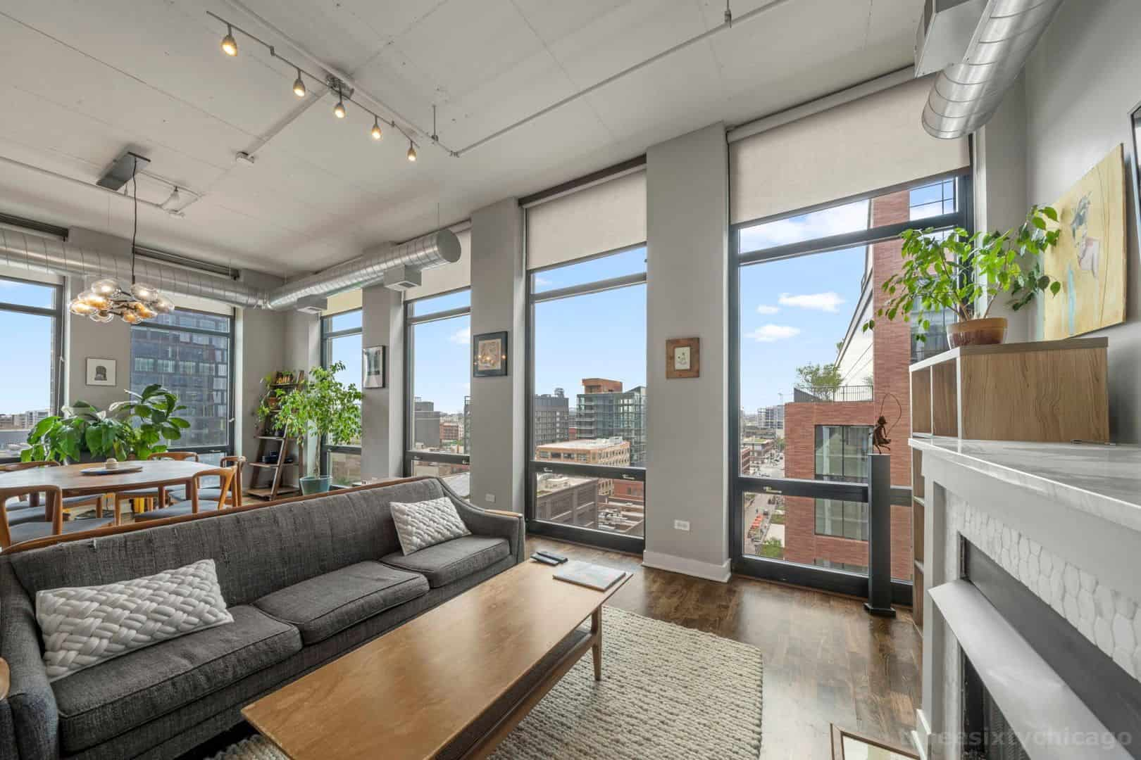 740 W Fulton, Unit 1102 - Living and Dining