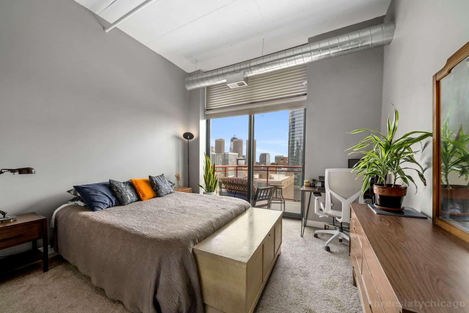 740 W Fulton, Unit 1102 - Main bedroom