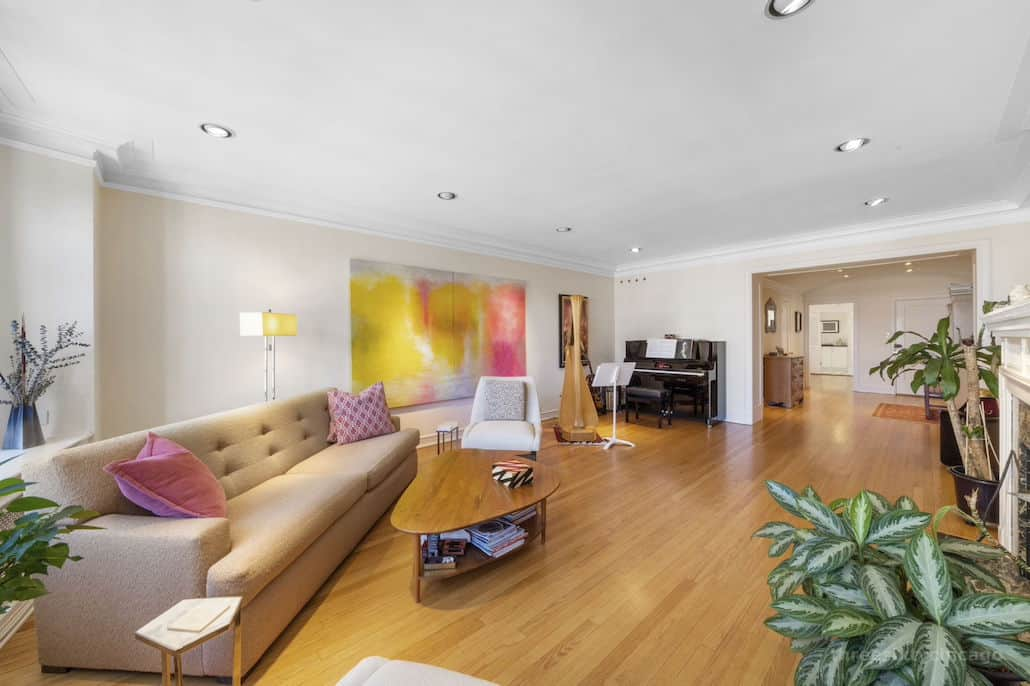 Another view of the living room - 415 W Aldine Ave, 13B, Chicago IL 60657 - Classic East Lakeview Condo