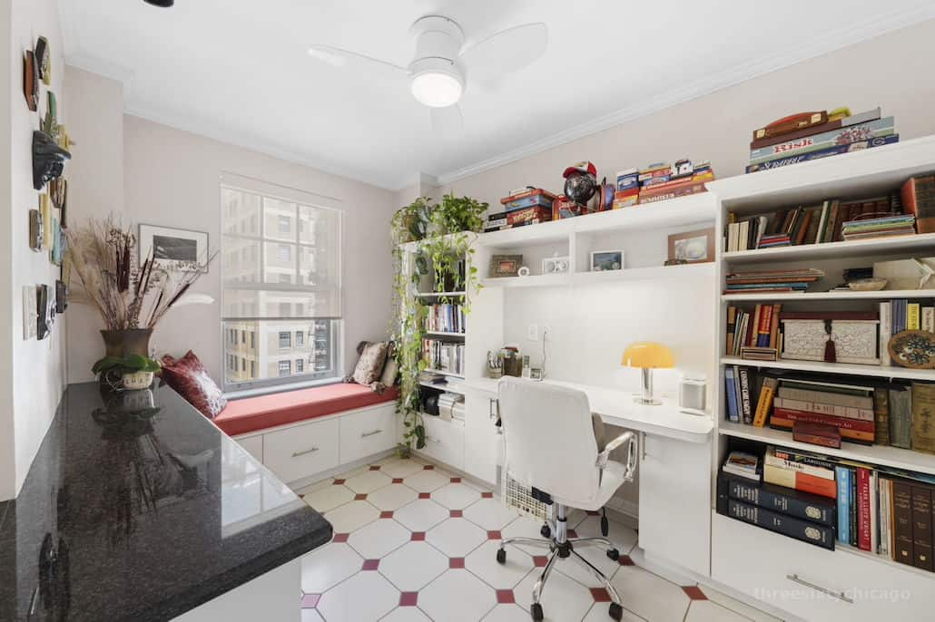 Home office - 415 W Aldine Ave, 13B, Chicago IL 60657 - Classic East Lakeview Condo